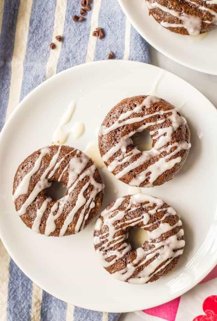 recette nutella pour un petit déjeuner ou un goûter gourmand, recette de mini-beignets à la farine de blé complète, nutella et glaçage vanille