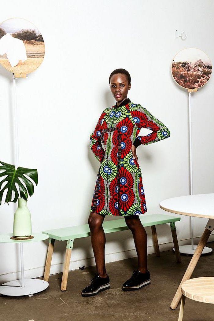 Être une femme bien habillée tenue africaine femme chic ethnique belle femme robe droite avec manches
