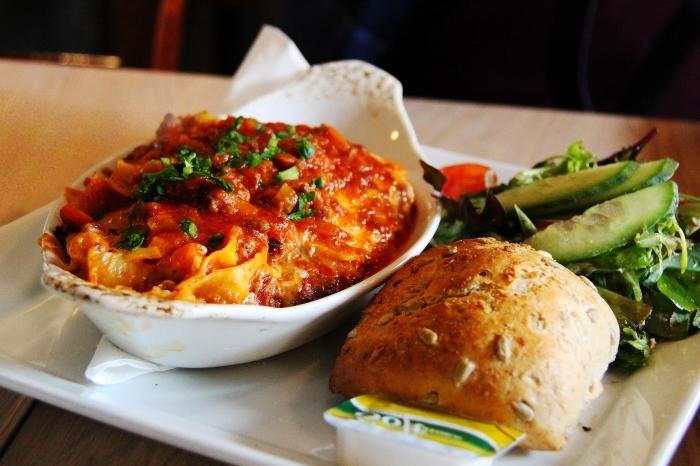 recette facile et pas cher pour faire lasagne traditionnelle à mélange de boeufs et à la sauce tomate et blanche