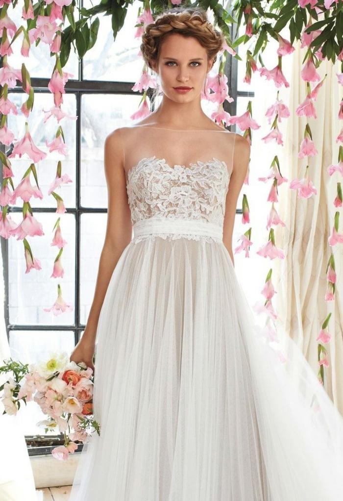 robe champetre chic, ceinture, robe bustier, coiffure en tresse et bouquet rose