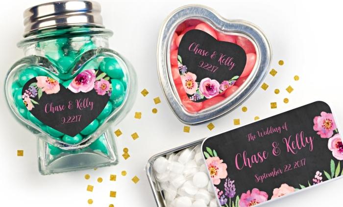 exemples de boîtes en formes différentes remplies de bonbons colorés pour un cadeau mariage pour les invités