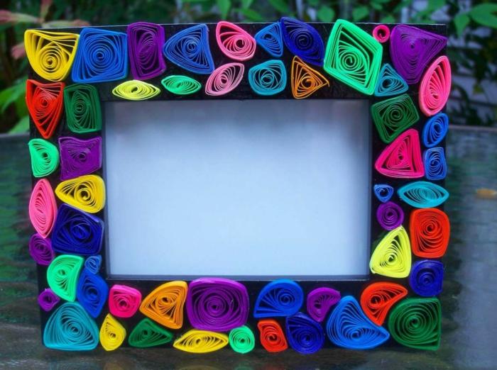 pliage papier facile, cadre de photo en formes de plusieurs couleurs, projet facile