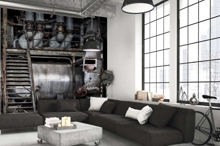 salon aux murs blancs avec pan de mur en papier peint industriel à design tuyaux apparent et finitions métalliques et noir mate