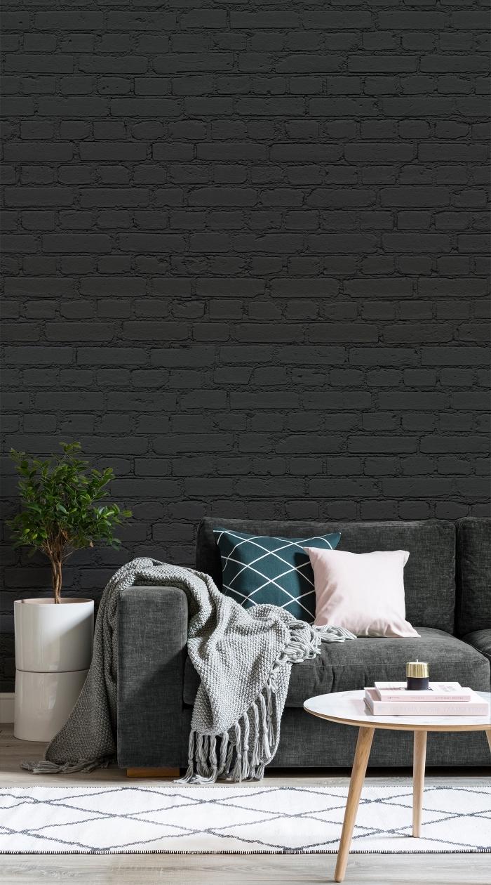 modèle de papier peint brique noir pour une déco de style minimaliste ou industriel dans le salon, modèle de tapis blanc et noir