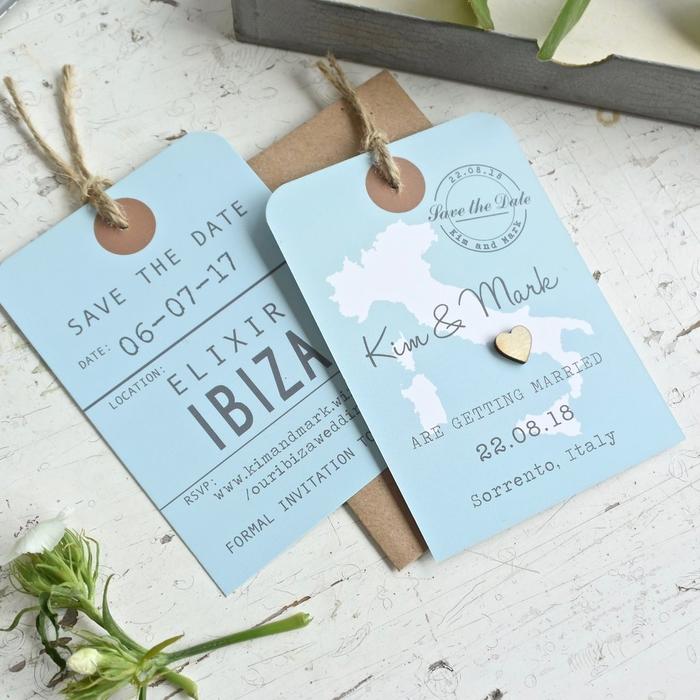 une carte invitation mariage de type save the date façon étiquette à voyage accompagné d'un fil de chanvre