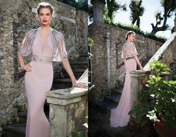 modèle spectaculaire de robe de cérémonie officielle de couleur rose pâle avec ceinture transparente et manches courtes
