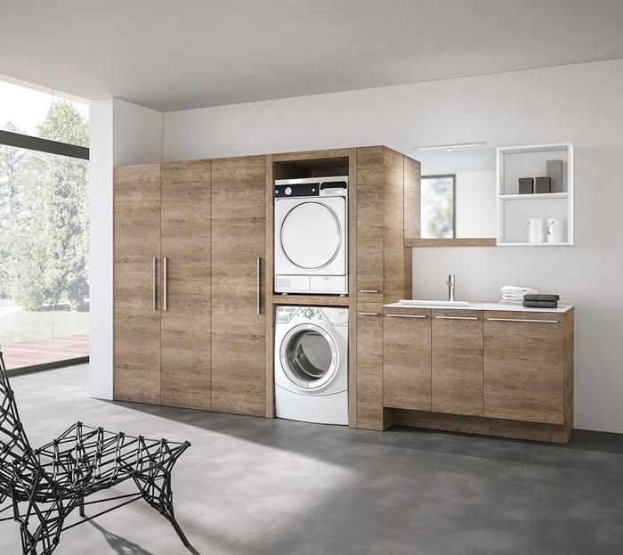 modèle d'etagere buanderie de bois blanc, meubles de bois foncé avec poignées métalliques et rangement machine à laver