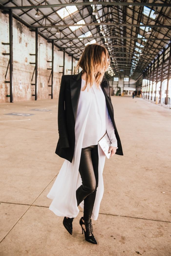 comment bien s'habiller en vision stylée femme blanc et noir avec tunique ultra longue blanche et blazer noir, cheveux ombrés aux reflets cuivrés