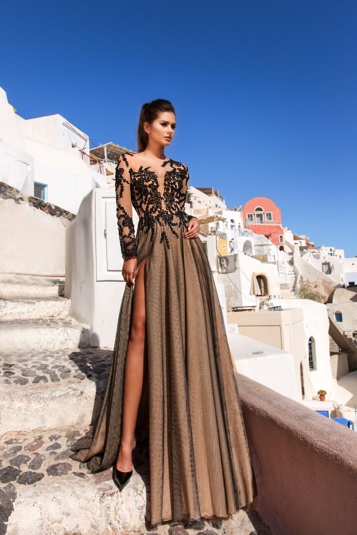 modèle de robe fantaisie pour cérémonie avec haut transparent nude à déco dentelle florale en noir et jupe longue marron
