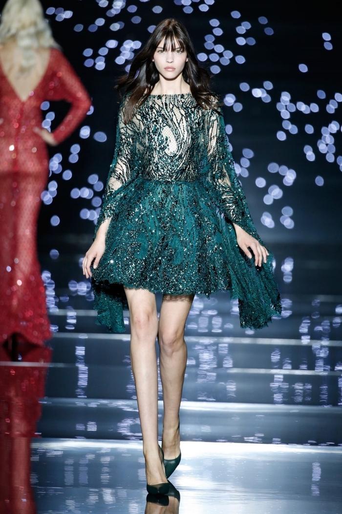 exemple de robe de soirée pour mariage courte avec manches longues à design transparent et dentelle vert foncé