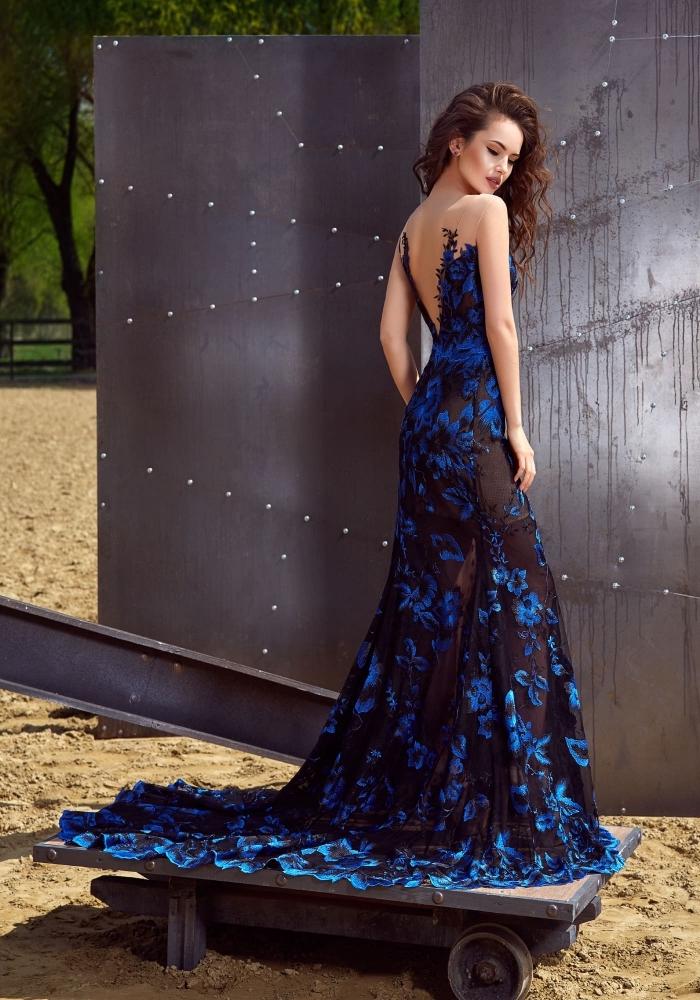 jolie robe de cérémonie femme à dos et traîne noirs transparents avec décoration en dentelle florale de design bleu 3D