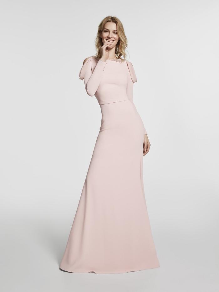exemple de robe rose pastel avec manches longus et épaules nudes à design longueur sol