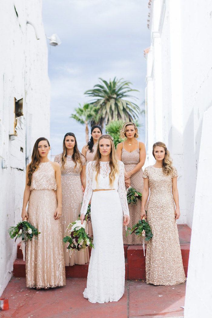 Champetre robe boheme mariage robe de mariée bohème dentelle robe blanche en deux pièces photo la mariée et les demoiselles d'honneur
