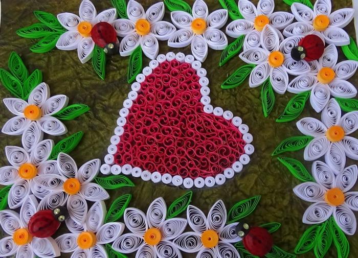 desgin facile à faire, fleurs blanches aux feuilles vertes avec un grand coeur rouge