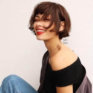 Carré court femme : 100 modèles pour passer à la coupe de cheveux courte