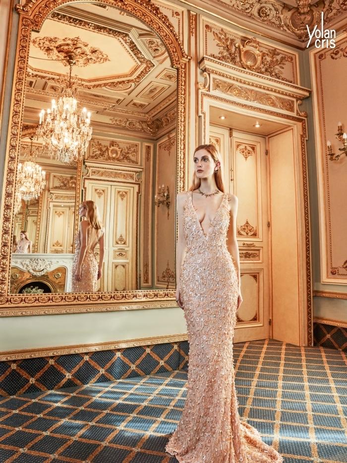 tenue femme haute couture pour une soirée officielle, robe de cérémonie longue à décolleté en V