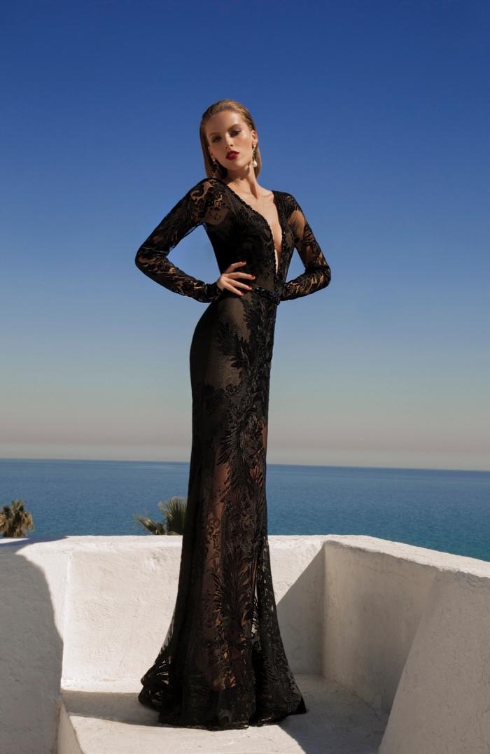 modèle de robe longue ceremonie à design transparent de couleur noir avec décolleté en V et dentelle florale