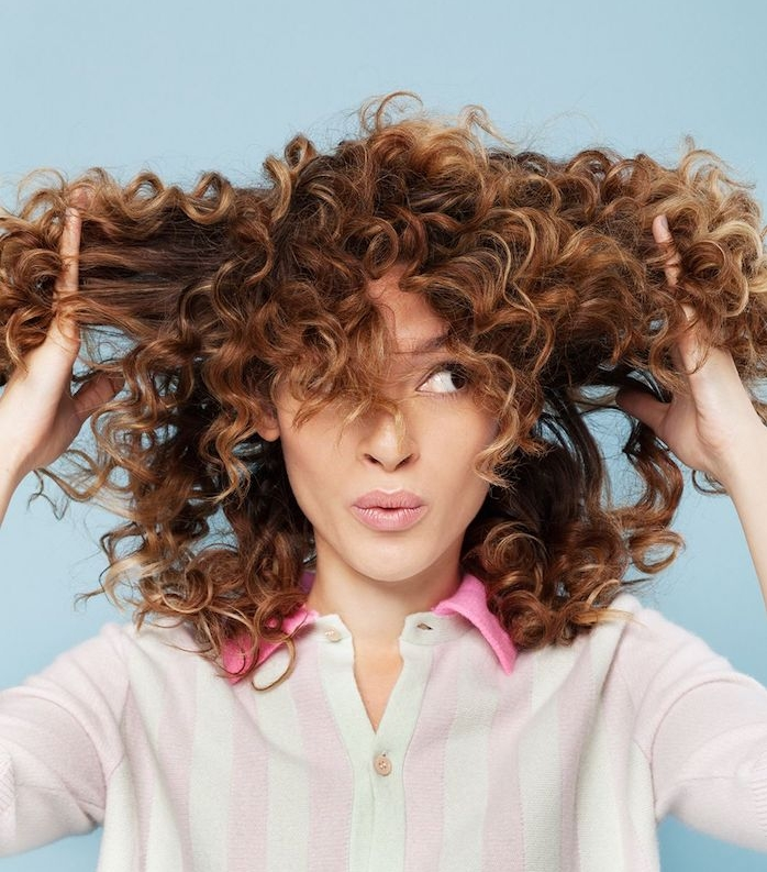 la coiffure cheveux boucl s en plus de 80 id es g niales copier obsigen. Black Bedroom Furniture Sets. Home Design Ideas