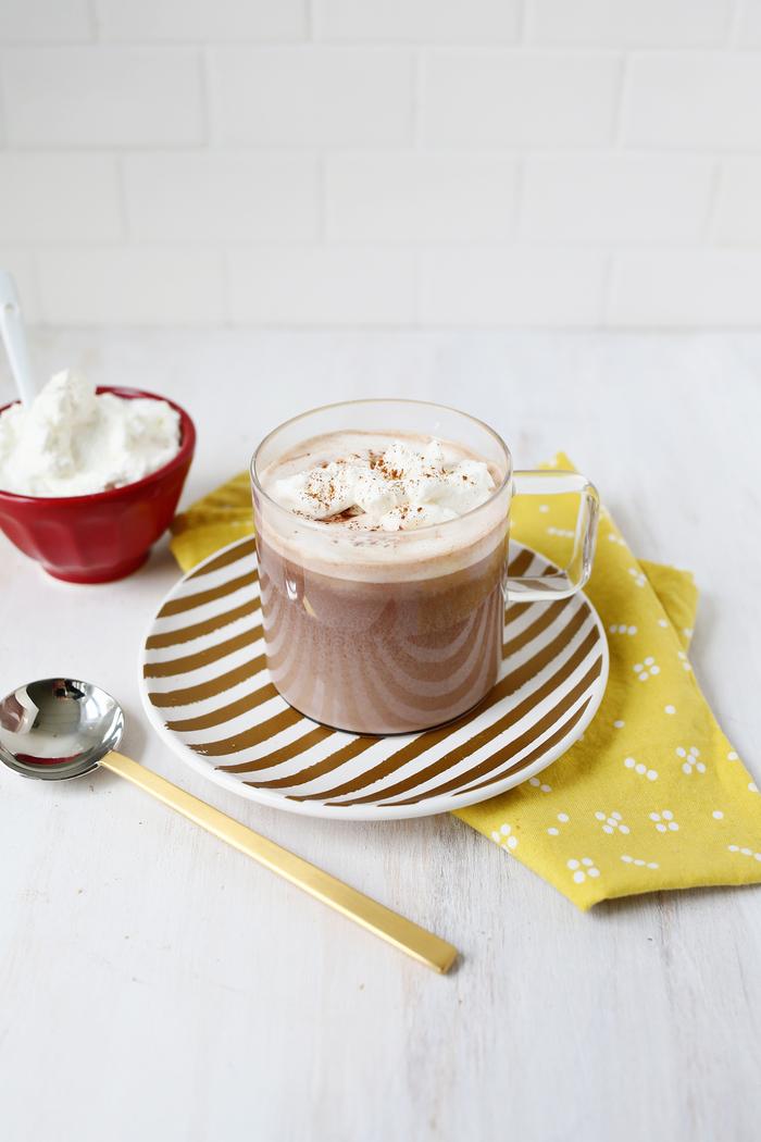 recette nutella pour une boisson chaude gourmande, comment faire du chocolat chaud maison au nutella