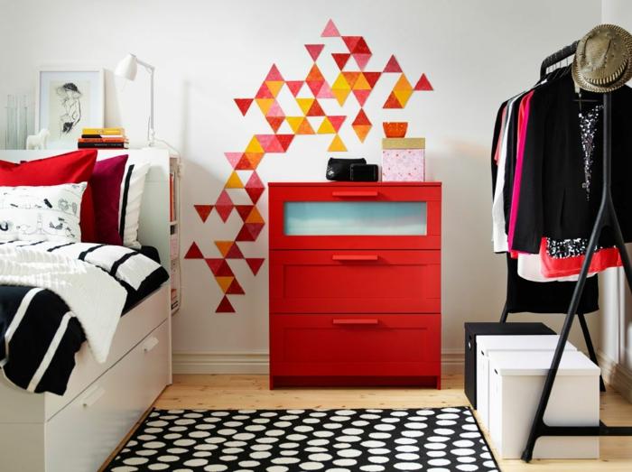 chambre à coucher, chambre d'enfants, retaper un meuble, porte-vêtements noir