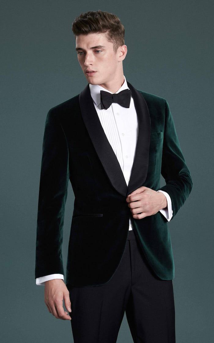 costume de mariage homme vet foncé en velours fin, idée tenue de mariage pour homme cintrée