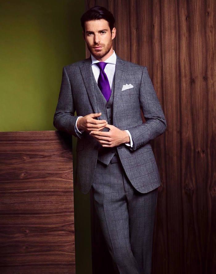 costume gris à carreaux rétro gris avec cravate violette pour mariage homme
