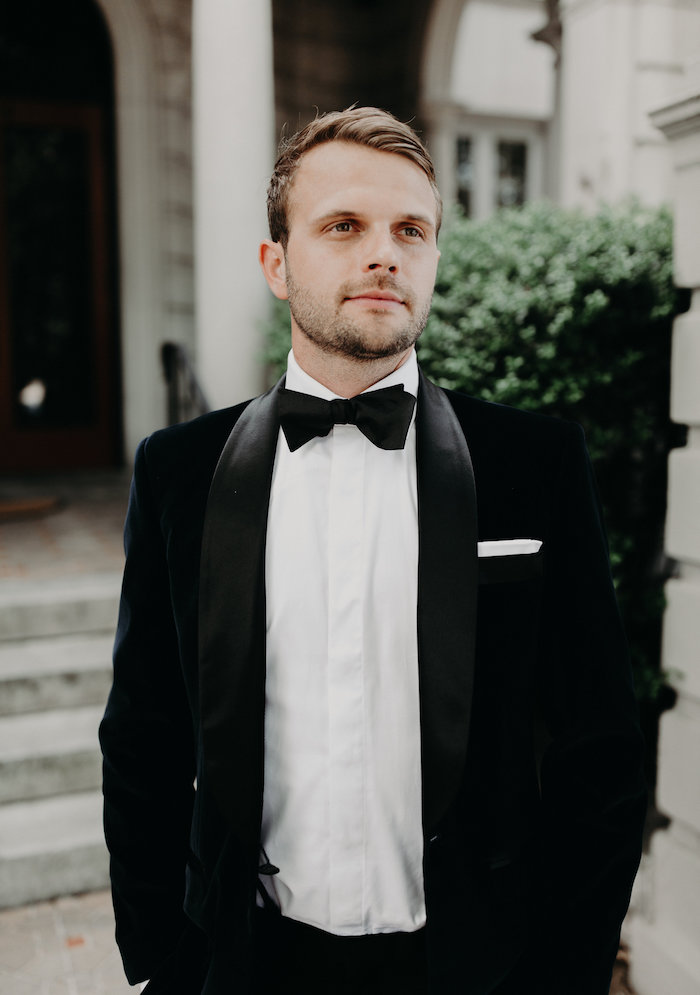 smoking homme zara noir et blanc style james bond, tenue de cérémonie élégante