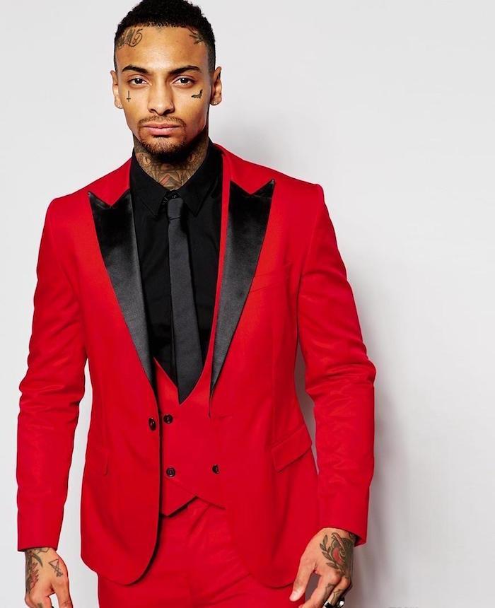 costume rouge homme pour mariage, homme en smoking rouge vif pour cérémonie