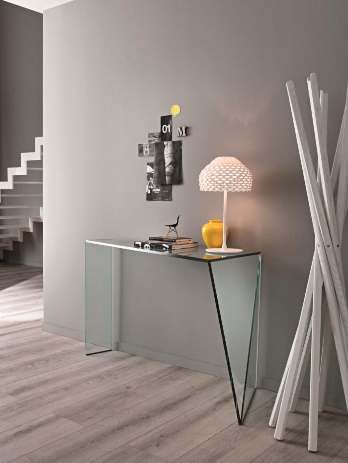 quelle couleur choisir pour l'aménagement de couloir moderne, peinture murale gris clair avec meubles de verre matte