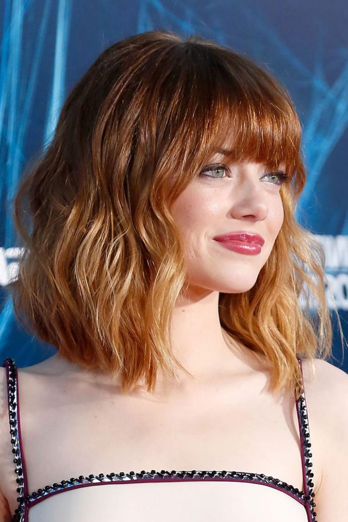 ombré cheveux, carré court, cheveux rouge caramel, Ema Stone avec un masuillage simple