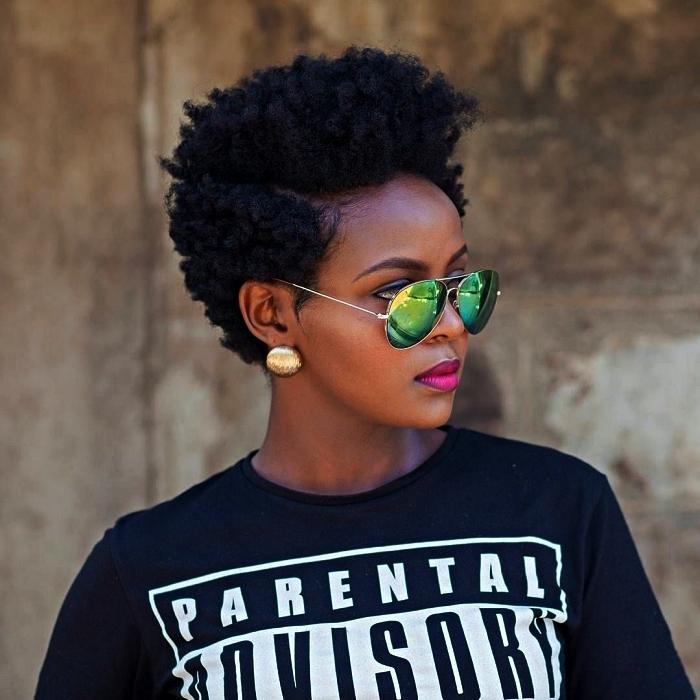 coupe courte dégradée cheveux crépus naturels, cheveux naturels plus courts sur les côtés