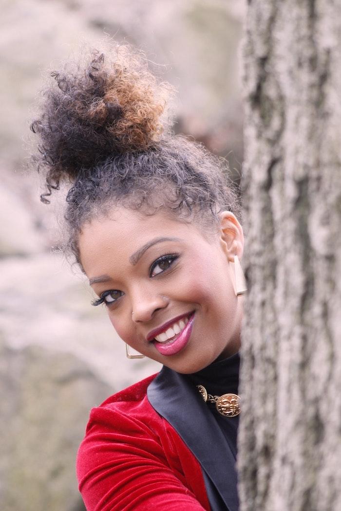 Tresses africaine modele de tresse coiffure tresse afro belle femme idée comment se coiffer cheveux crépus chignon haut