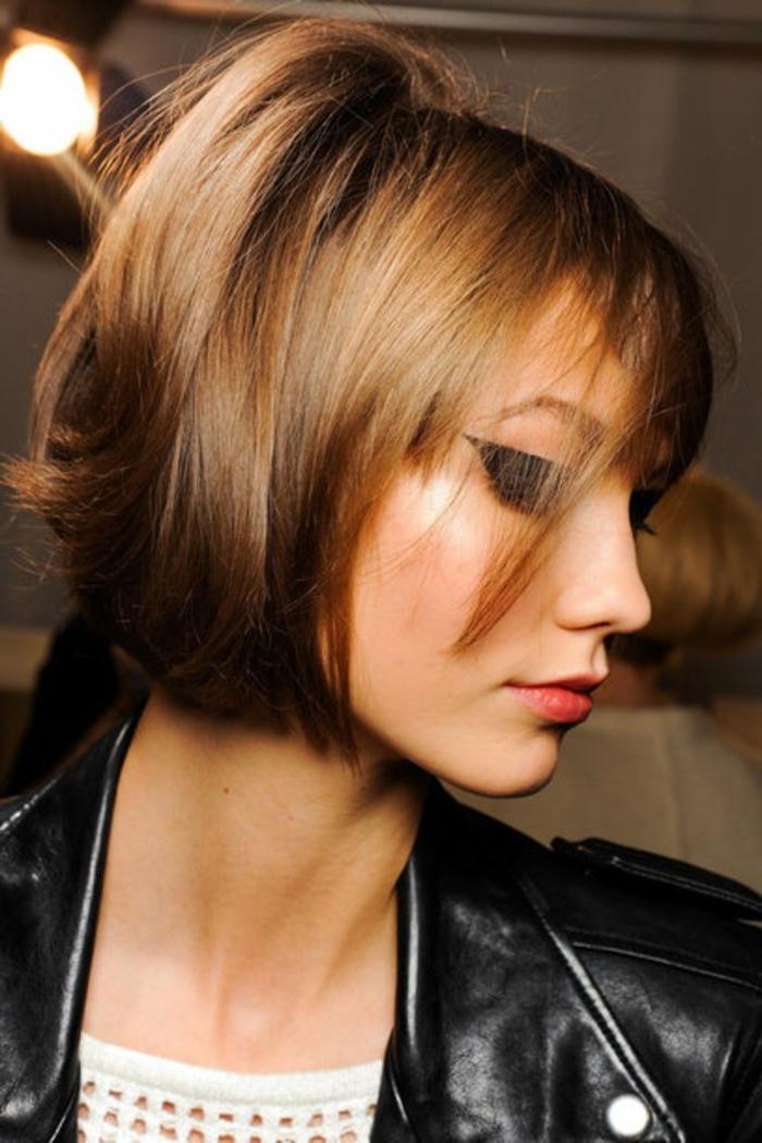 carré court légèrement effilé sur les pointes pour un donner un joli mouvement flou aux cheveux
