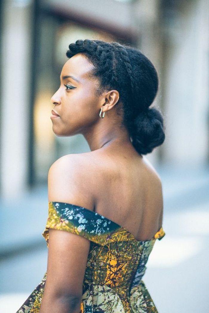 Jolie coiffure coiffure avec tresse africaine tresse américaine faire une coiffure avec cheveux crépus chignon basse et tresse couronne