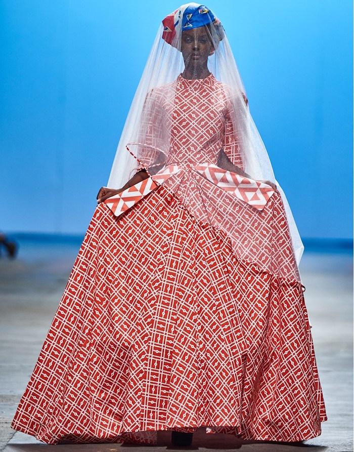 robe de mariage de créateur haute couture, tenue mariée originale rouge et blanche