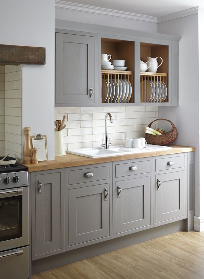 plan de travail en bois pour petite cuisine avec meuble encastré gris