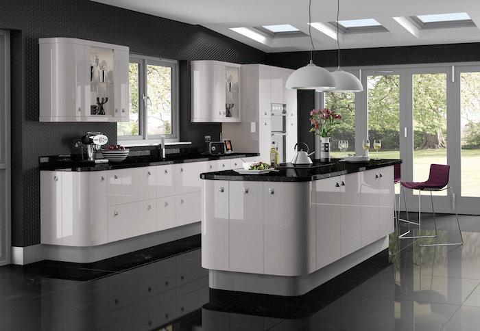 modele cuisine blanche et noire laquée, cuisine sol gris clair, mobilier de cuisine design