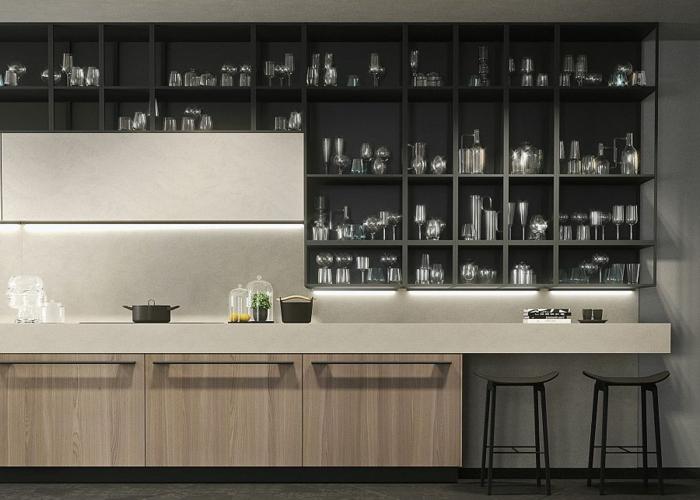 cuisine originale design contemporain, rangement mural noir casiers ouverts