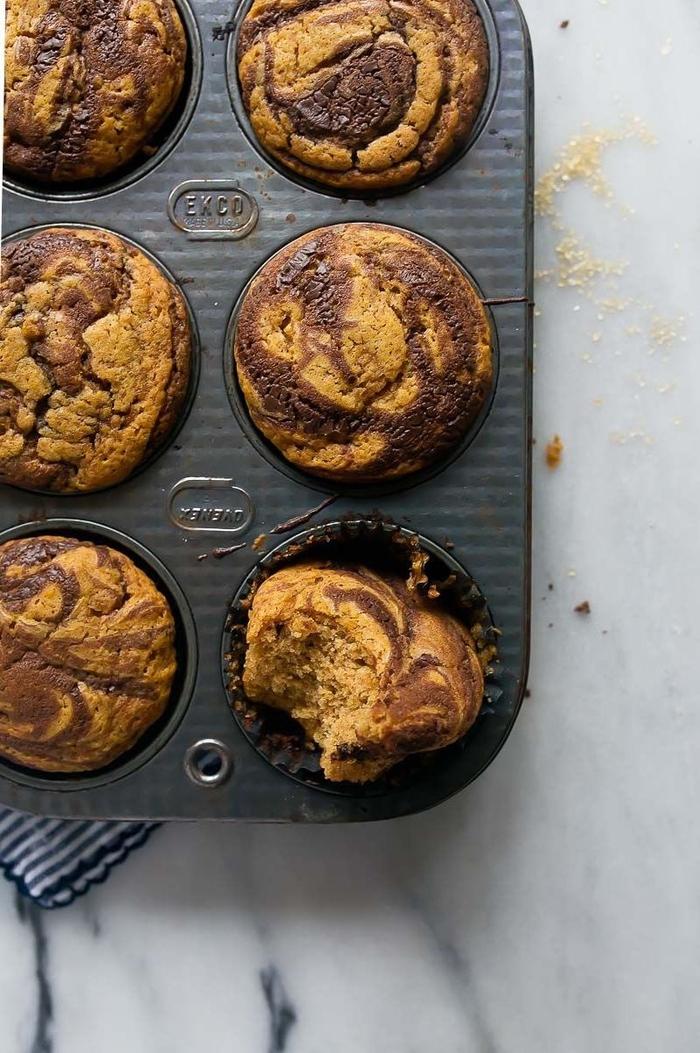 recette de muffin nutella originale à la purée de citrouille, nutella et cannelle pour un petit-déjeuner gourmand, muffins marbrés à la citrouille et au nutella