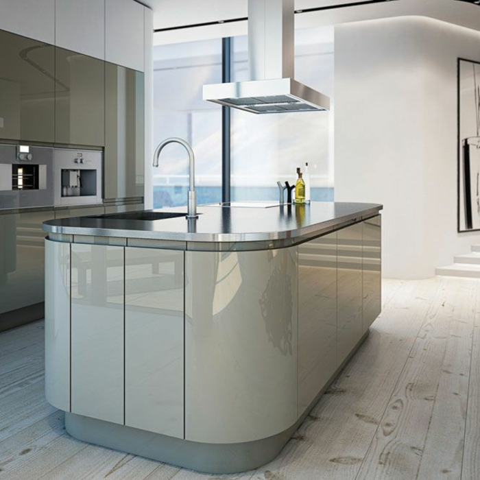 cuisine blanc laqué, parquet gris clair, avec des grands éléments, cuisine ilot en blanc et gris, avec des angles arrondis, meubles en couleur olive