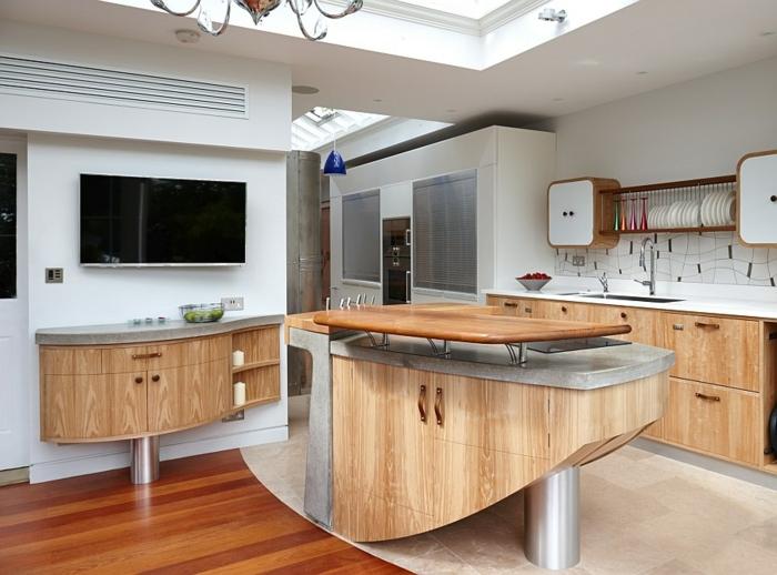 meubles de cuisine en bois, sol en bois, peinture blanche, grand puits de lumière