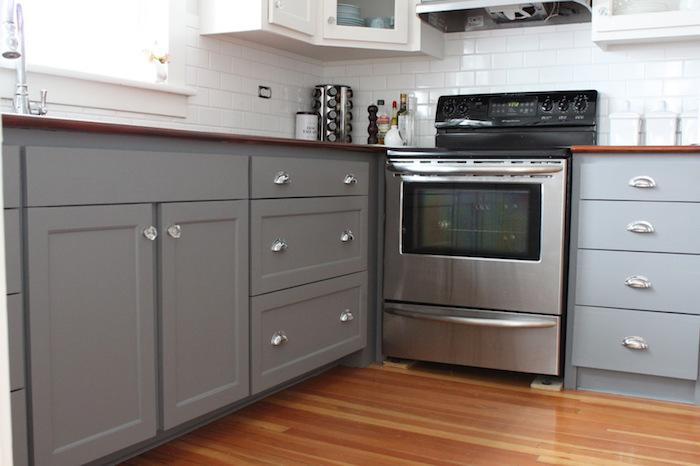 cuisine équipée moderne grise, quelle couleur pour meubles de cuisine tendance
