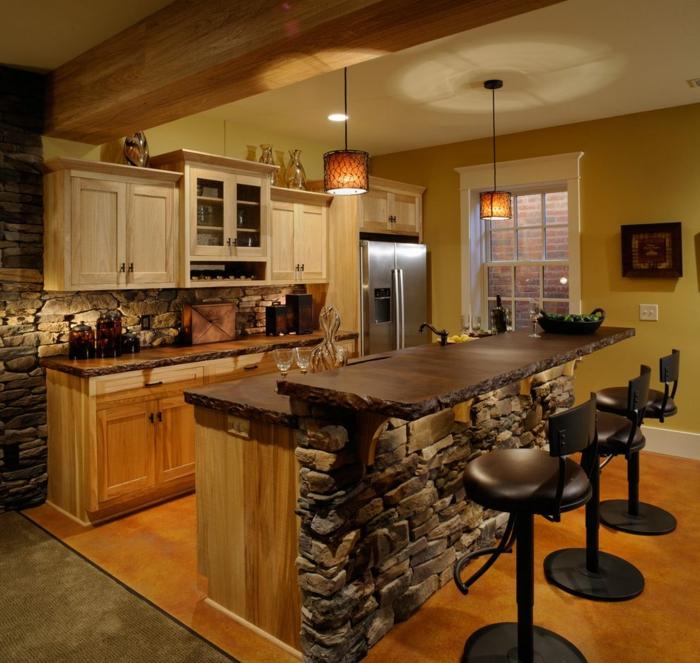 cuisine rustique, pierre apparente, poutre en bois, cabinets suspendus couleur crème