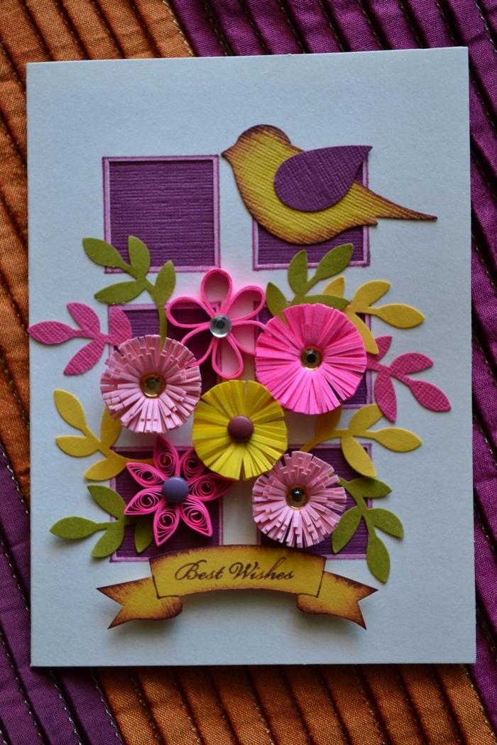 oiseau en jaune et lilas, fleurs en papier de couleurs printanières sur une carte fait main