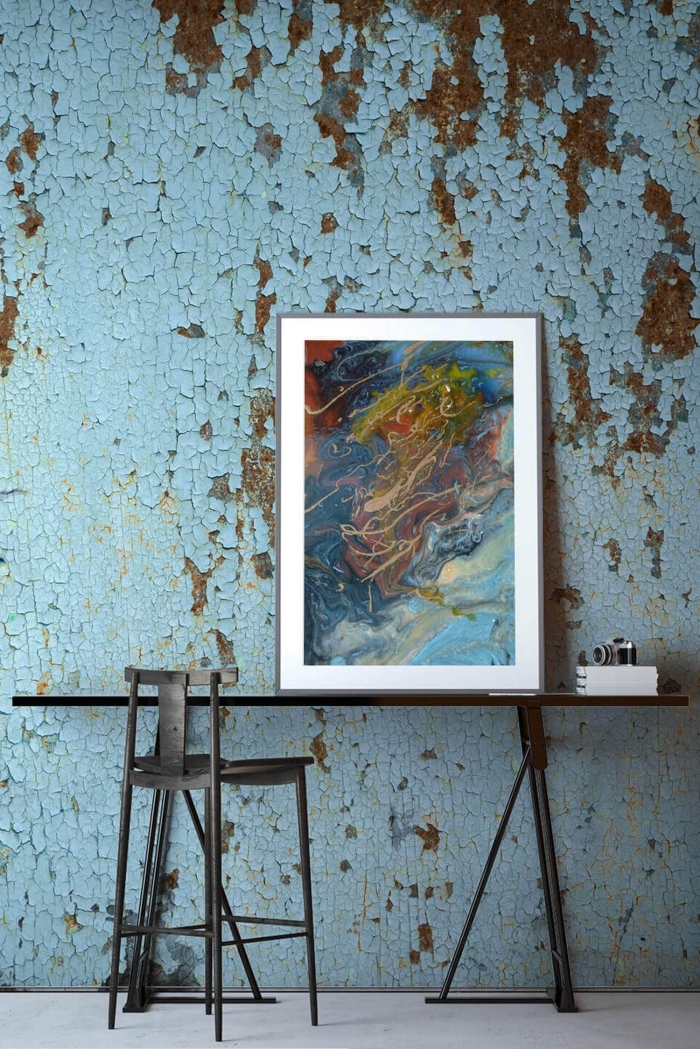 intérieur design moderne avec un papier peint tendance actuelle de couleur bleu clair avec finitions dorées