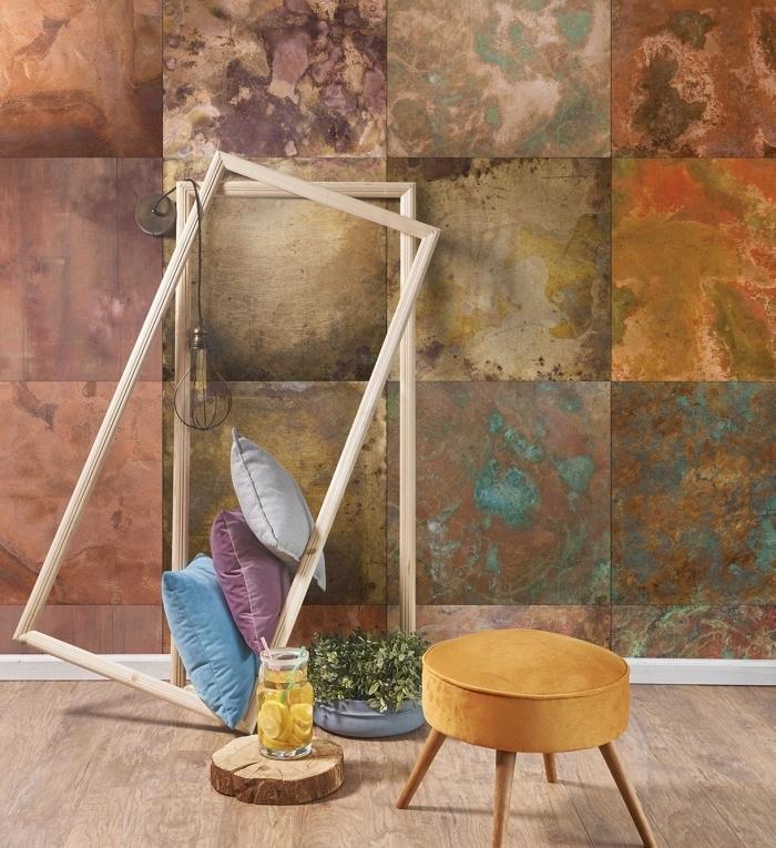 design intérieur tendance avec modèle de papier peint deco à effet métallique et imitation marbre gris et turquoise