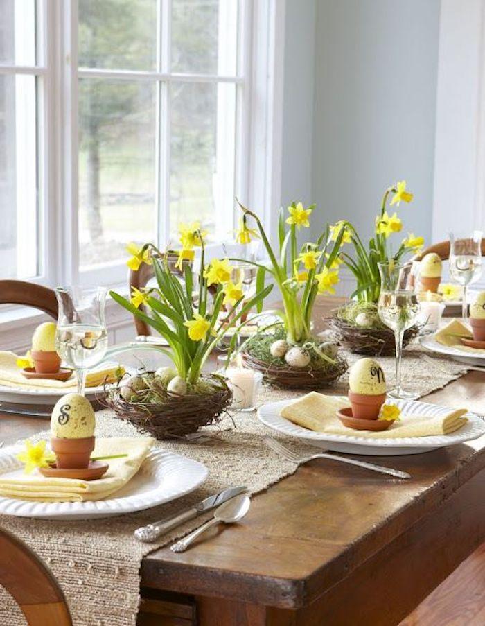 Deco paques déco de Pâques idée comment décorer table bois