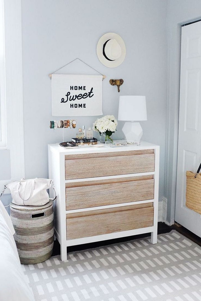 idées deco chambre parentale d'esprit bohème chic épuré et féminin, comment habiller un mur au-dessus d'une simple commode