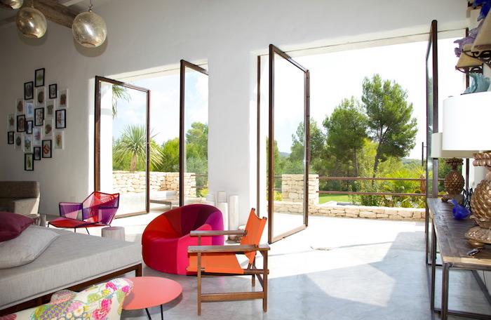 décoration de salon design minimaliste style boheme chic avec meubles en couleurs