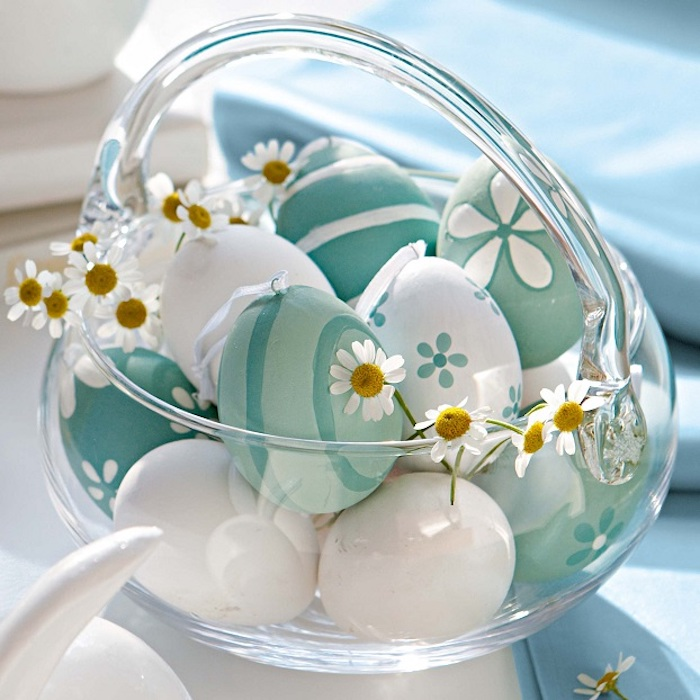 Bricolage paques facile activités manuelles paques vase en verre oeufs colorés pour paques